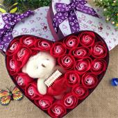 Hoa hồng đỏ và Gấu bông