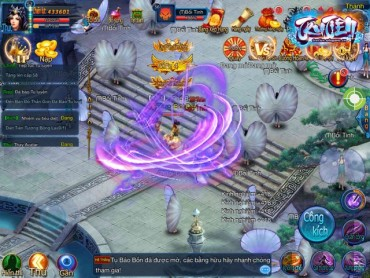 Ngoài ra trò chơi còn sử dụng cơ chế điều khiển kiểu nhập vai hành động  thông qua các phím ảo trên màn hình, với đủ công năng như sử dụng chiêu ...